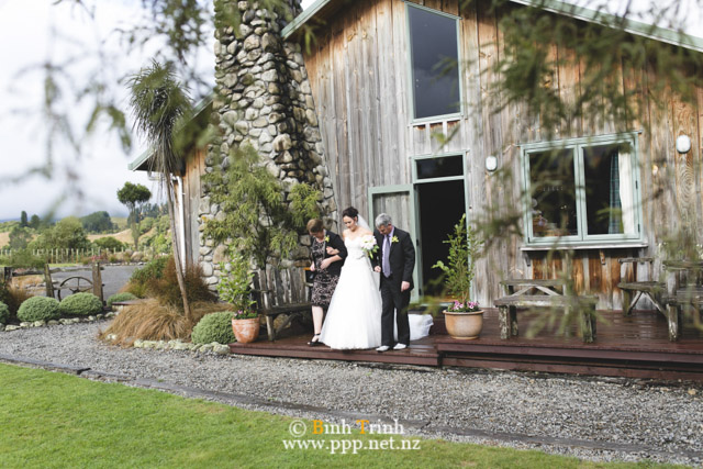 cat and cam wedding photos at makoura lodge 0086