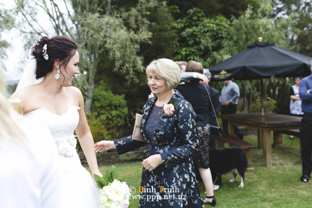 cat and cam wedding photos at makoura lodge 0106