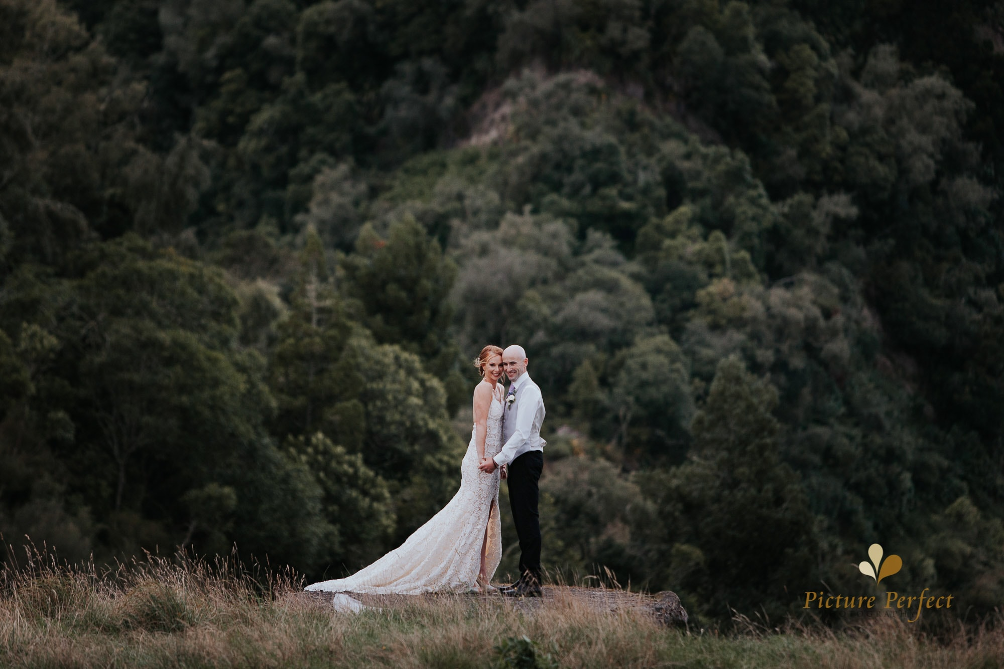 Freya and Matt fun wedding photography 0329