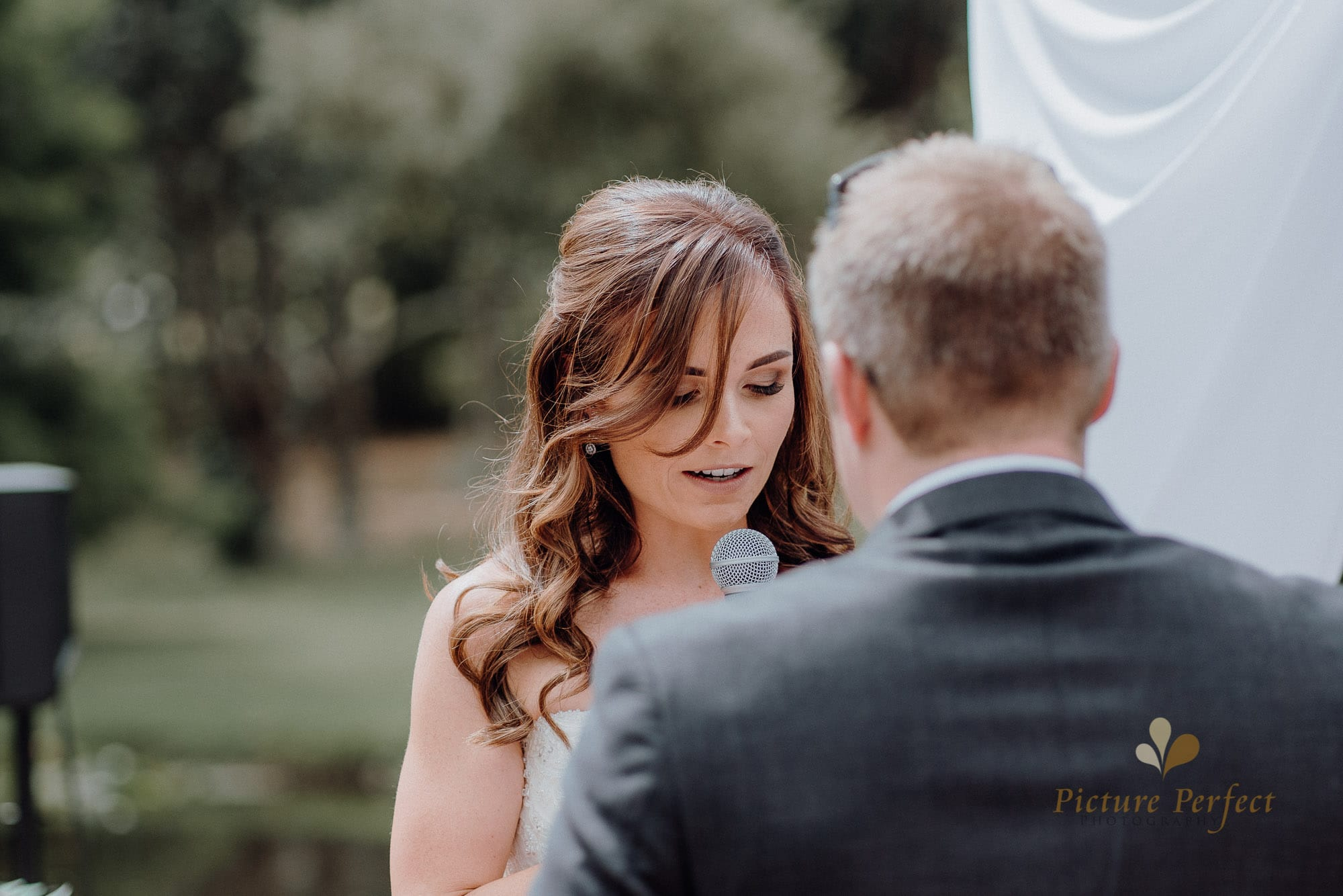 Roseburb Park wedding of Casey 1421