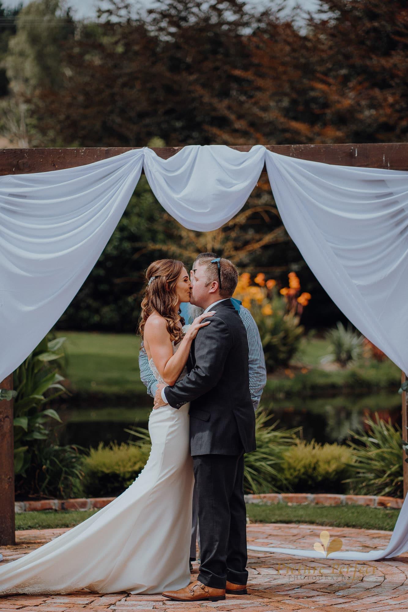 Roseburb Park wedding of Casey 1475