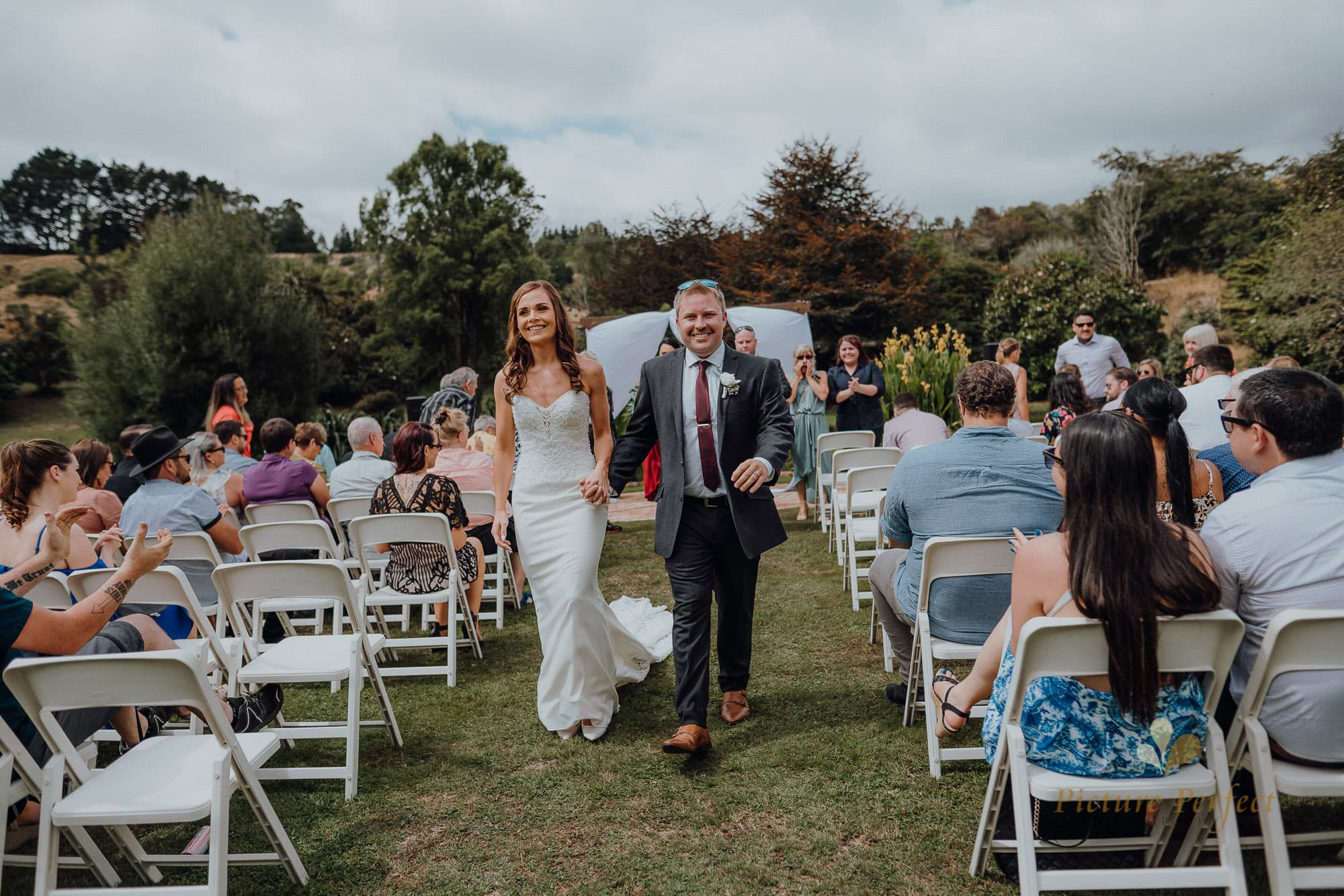 Roseburb Park wedding of Casey 1508