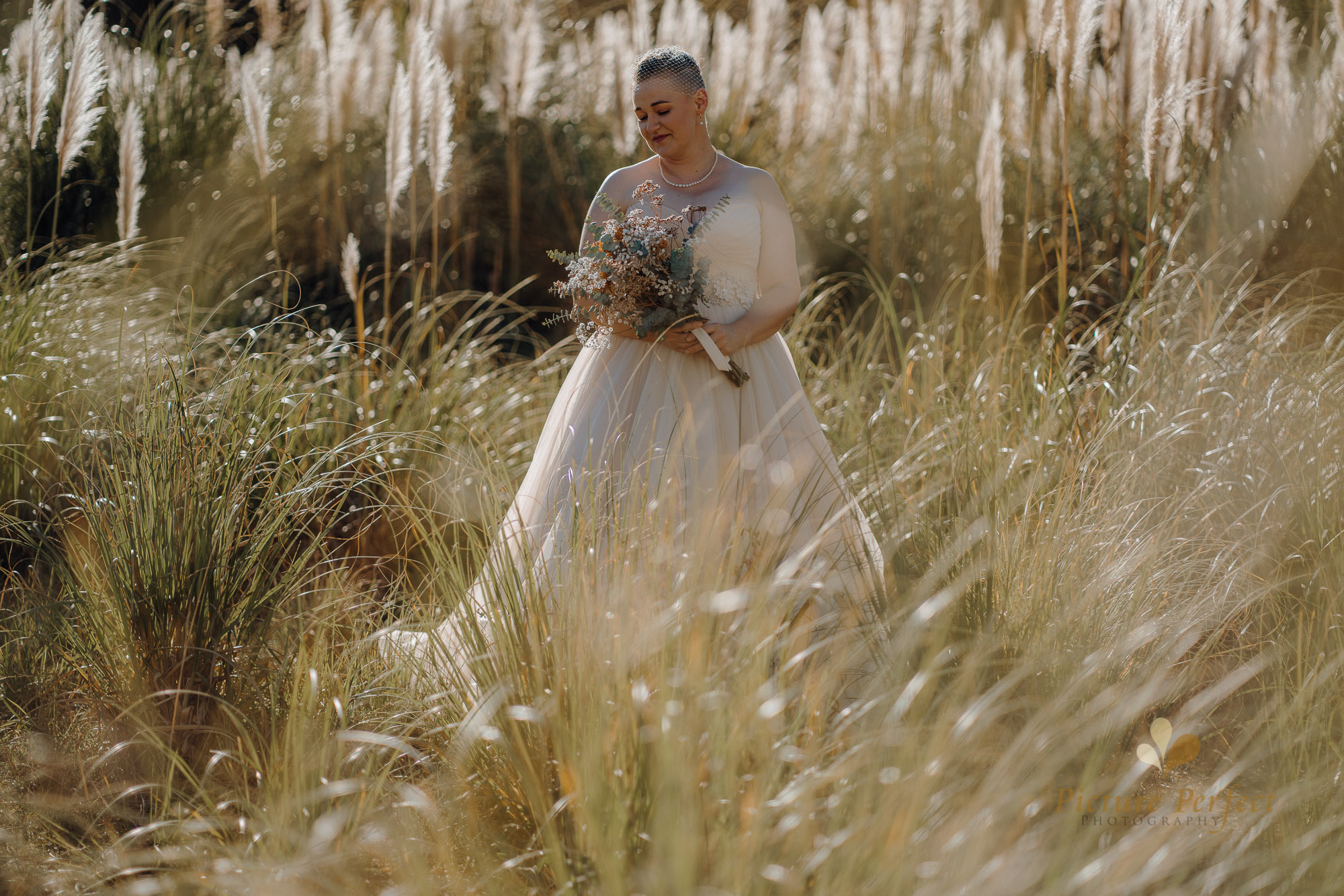 Manawatu beach bridal photography during golden hour with Tina 0028