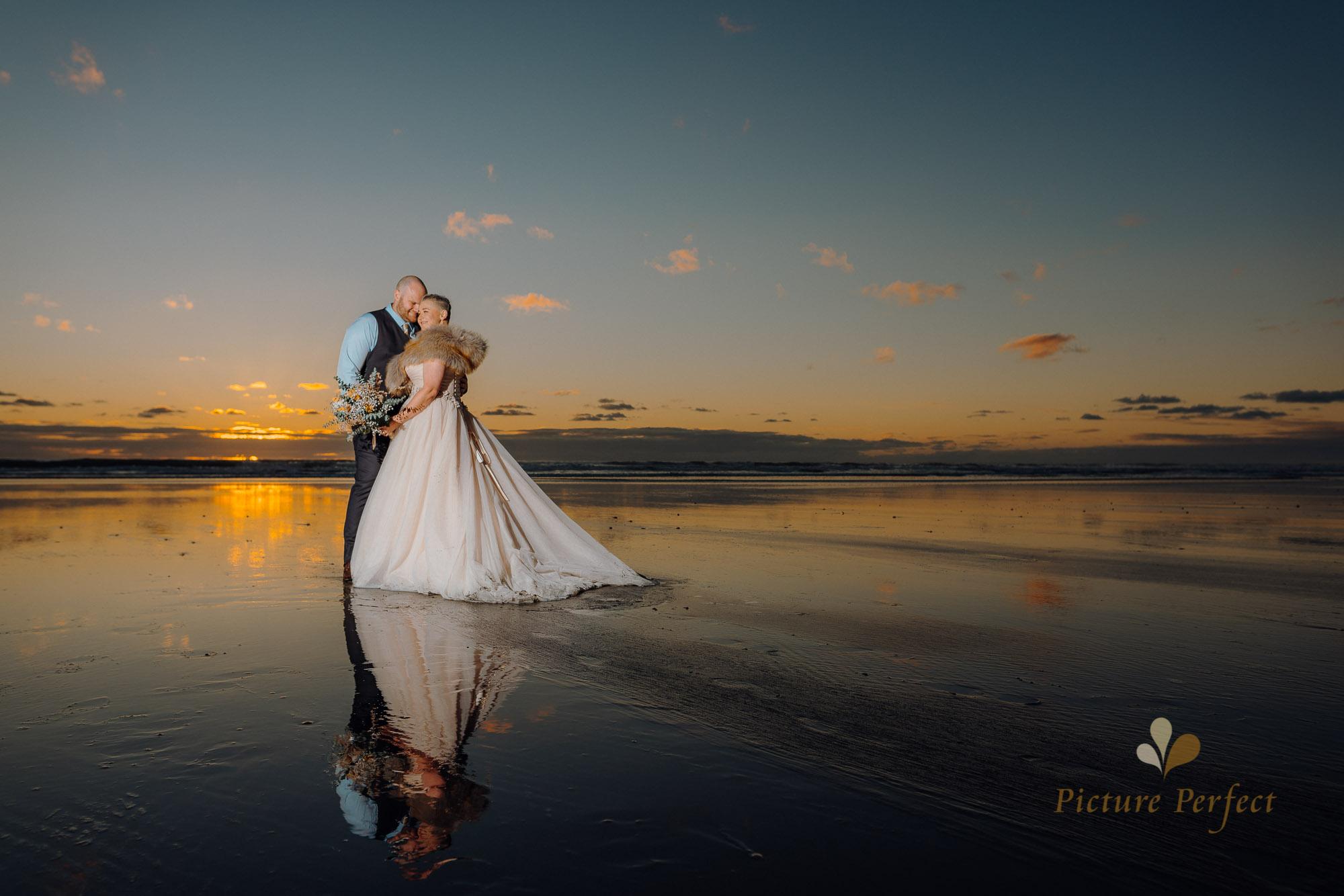 Manawatu beach bridal photography during golden hour with Tina 0052