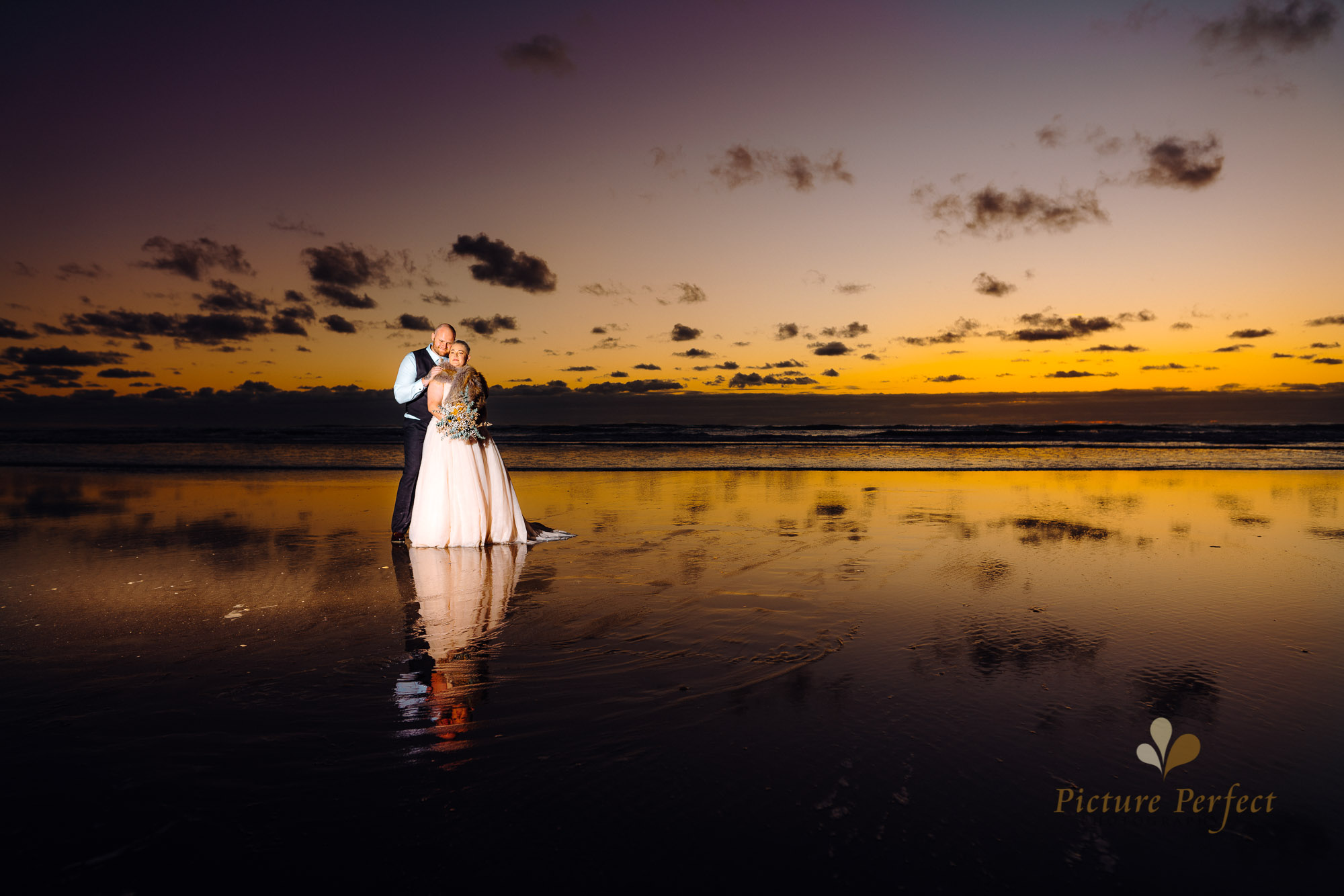 Manawatu beach bridal photography during golden hour with Tina 0059